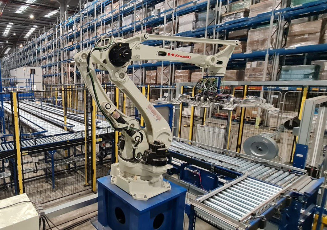 Robot Palletising with roller conveyor